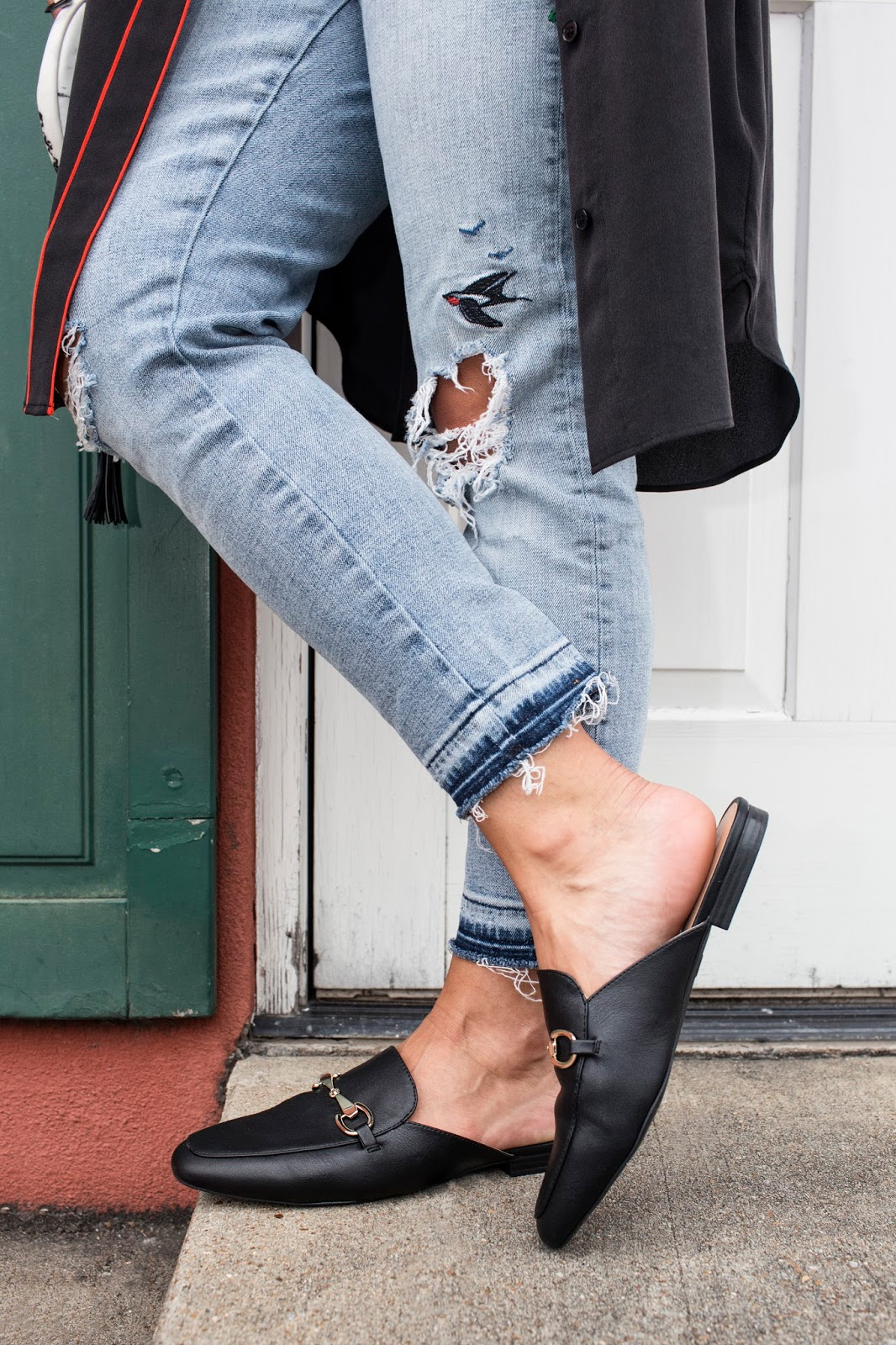 65d3039e99 You can t go wrong with jeans and a tee because it s so basic and  experimenting with your shoes is an easy way to try a bold trend.