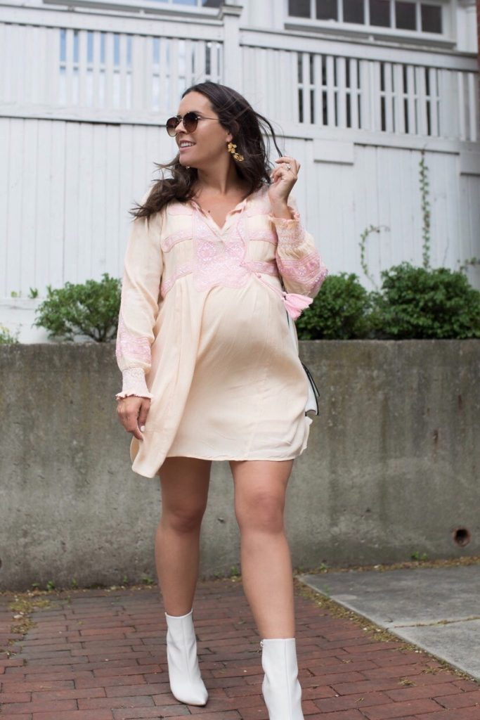 pregnant fashion blogger