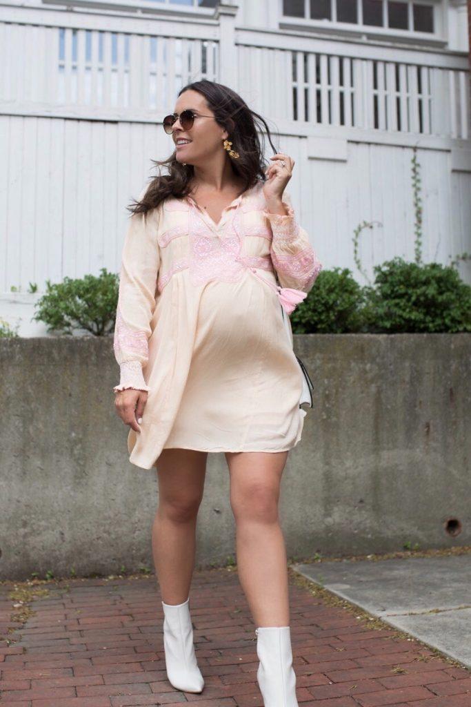 pregnant fashion blogger