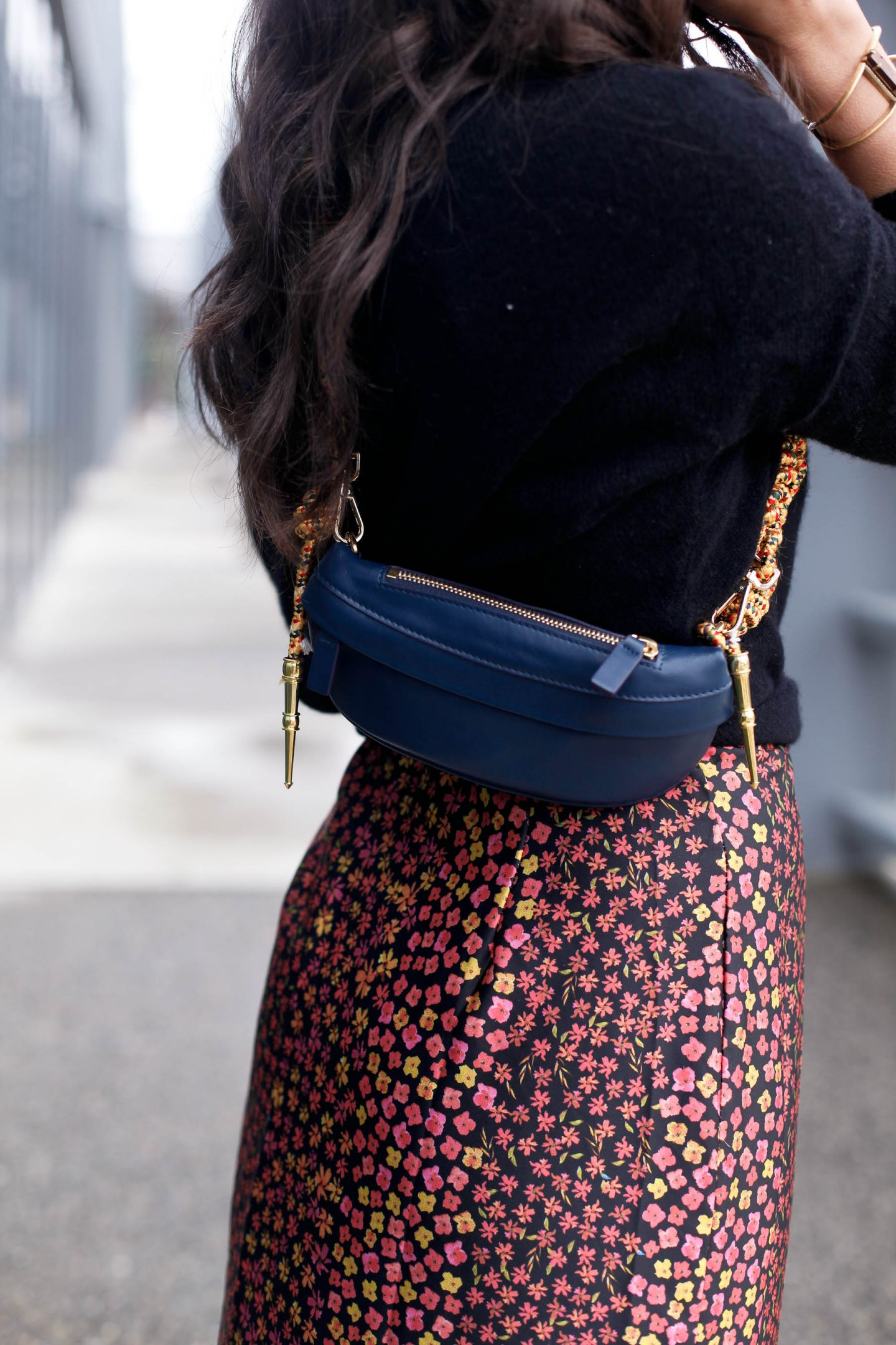 belt bag blogger